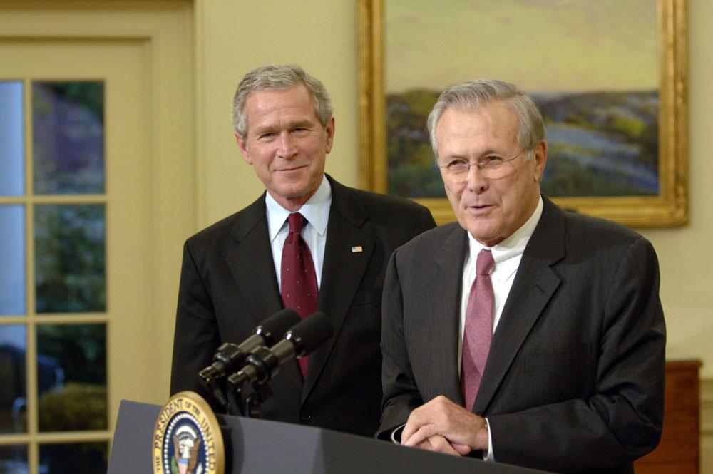 George W. Bush y Donald Rumsfeld en la la Casa Blanca